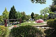 富雄川西二丁目街区公園 約400m(徒歩5分)