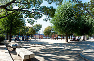 平野西公園 約290m(徒歩4分)