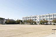 市立摂津小学校 約290m(徒歩4分)