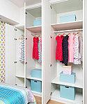 洋服や生活アイテムなどを整理できるクロゼットを各洋室に設けました。