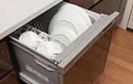 システムキッチンに調和するシンプルでスリムな食器洗い乾燥機を採用。節水ができるECOタイプです。