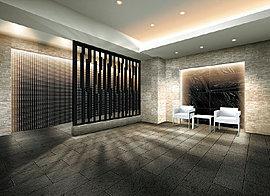 素材感の異なるタイルを壁と床に用い、ラグジュアリーな趣を演出したエントランスホール。やわらかな光を広げる間接照明でやすらぎを深めました