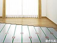 リビング・ダイニングには、足元から部屋全体を優しく暖める床暖房を設置しています。