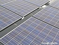屋上には、太陽光パネルを設置。発電された電力は、全て電力会社に売却されます。※共用部等への電力使用はできません。