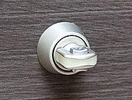 工具などを差し込み開錠するサムターン回しに対して、高い防犯性を発揮します。