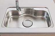 大きな鍋等も洗いやすいワイドシンクは、水はね音を低減する静音タイプ。スポンジ等を収納できる水切りポケット付きです。