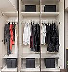 可動式の棚を備えているため、衣類の収納としてだけでなく、居室の利用目的やライフスタイルに合わせてフレキシブルに使用できます。