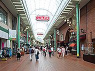 元町通商店街 約840m(徒歩11分)