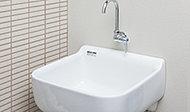 バルコニーやテラスには、花の水やりや掃除の際などに便利なスロップシンクを全住戸、標準装備。