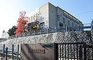 神戸市立山の手小学校 約590m(徒歩8分)