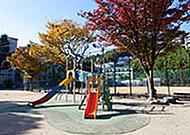 諏訪山公園 約110m(徒歩2分)