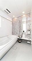浴室暖房乾燥機やエアインシャワーなど使いやすいさにこだわっただけでなく、清潔空間を保つ多彩な機能を装備。