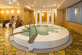敷地内の天然温泉を利用した、大浴場とバーデプールをご用意。
