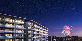 富士の山景も、夏の風物詩も、この住まいで暮らす魅力になる。※掲載の外観完成予想CGは、現地8階相当より南東方面を撮影(2016年2月)した眺望写真に色合い等CG処理を加え花火大会を合成したもので実際とは異なります。