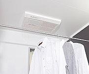 入浴前、お湯はりの間に浴室を暖めます。効率良く温風を衣類に当て、すっきり乾燥させます。湿気がこもりがちな浴室内をカラッと換気します。