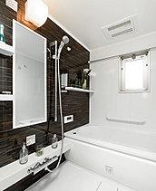 汗を流し、清潔に保つためだけに入浴する場所にとどまらない、心の疲れまで解きほぐすリラクゼーション空間としてのバスルームへ。ゆったりと疲れを癒す豊かな時間をお愉しみください。