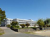 市立新明小学校 約640m(徒歩8分)