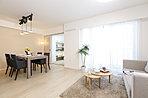 住まいの「顔」としてのエントランスは、住む人、訪れる人を優しく迎え入れる空間デザインを採用しています。