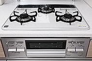 調理油過熱防止、立ち消え安全装置、コンロ・グリル消し忘れ防止など3つの安全機能を搭載。