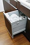 見た目にもすっきり、機能的なビルトイン式の【食器洗浄乾燥機】を全戸に標準装備。場所もとらず、後片付けもスムーズです。