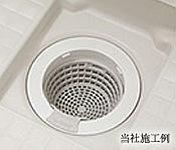 お風呂の残り湯を利用し、過流を発生させ、ごみをひとまとめに。お手入れを簡単にする排水口を採用しています。