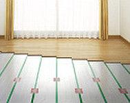 足元から部屋全体を暖めるTES温水式床暖房