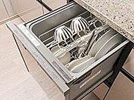 食器約40点を一度に洗える、食器洗い乾燥機を設置。後片付けを楽にするだけでなく、水道の使用量削減にもつながります。