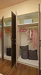 洋室には、トールタイプのクロゼットをはじめ、たっぷりの収納スペースを確保しています。
