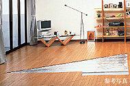 リビング・ダイニングを足元から暖房。ハウスダストを巻き上げず、健やかな室内環境を確保しました。