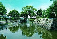 城跡公園 約770m(徒歩10分)
