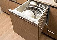 使用水量が抑えられる上、省スペース設計。ビルトインの引き出しタイプなので、食器の出し入れもスムーズです。