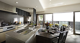スタイリッシュで開放的、調理スペースも広く取れるキッチン。ご家族と対話しながらお料理が愉しめます。