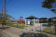 権現(ごんげん)公園 約100m(徒歩2分)