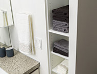 使う場所にしまうのが収納の基本。各住戸の洗面室にリネン庫を設置し、バスタオルやフェイスタオルなどかさ張るものもたっぷり収納できます。