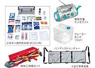 万が一の災害時に備え、非常用のアイテムを備蓄。救急・救助セットや携帯充電ラジオ、ウォータータンクなどを用意しています。