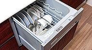 高温のスチームがこびりついた汚れも溶かしてキレイに。かがまずに、立ったままで操作できるよう、上面に操作スイッチを配列。