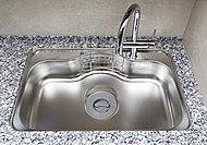 浄水器を水栓一体型とし、コンパクトに。シンクは、勢い良く水を流しても水音が響きにくい、静音仕様です。