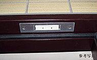 全住戸の玄関扉と窓に防犯センサーを導入。異常をキャッチすると、警備会社と管理室に自動通報され、スタッフが急行します。※面格子&FIX窓除く