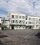 牛込第一中学校 約930m(徒歩12分)
