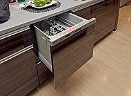 家族5人分相当の食器が一度に洗え、食器の出し入れも楽な姿勢で行える食器洗い乾燥機を採用。静かな低騒音設計で、節水・節電タイプです。