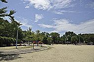 磯路中央公園 約320m(徒歩4分)