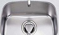 水はねのないよう深さを確保したシンクです。ステンレス製で耐久性が高くいつでも清潔に保てます。
