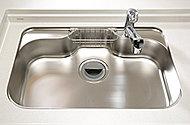 大きなお鍋や食器なども洗いやすいシンク。静音機能付きで気になる水はね音を抑制します