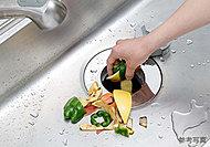 生ごみを粉砕処理し、キッチンを衛生的に保つディスポーザーを標準装備。シンク内のスペースもすっきりと保てます。