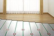やさしい温もりで足元からお部屋全体を暖める床暖房をリビング・ダイニングに装備しました。