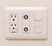 2口コンセントに加え、インターネット・テレビ(BS・CS含む)に対応したマルチメディアコンセントを各居室に設置。