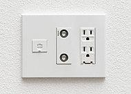 電気・電話・TVの端子を1ヵ所にまとめたマルチメディアコンセントを全居室に設置。※LAN端子はリビング・ダイニングのみとなります。