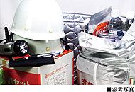 共用部に、地震や災害時に備え、非常用飲料水や懐中電灯、救援用工具などが備蓄された防災備蓄倉庫を設置しました。