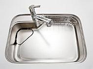 シンクに落ちたゴミや油が、水とともにレール部分を通って排水口へ。お片づけの手間を軽減します。