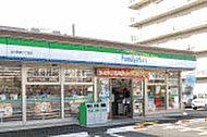 ファミリーマート淀川新高二丁目店 約80m(徒歩1分)